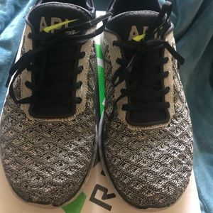 APL techloom running shoe